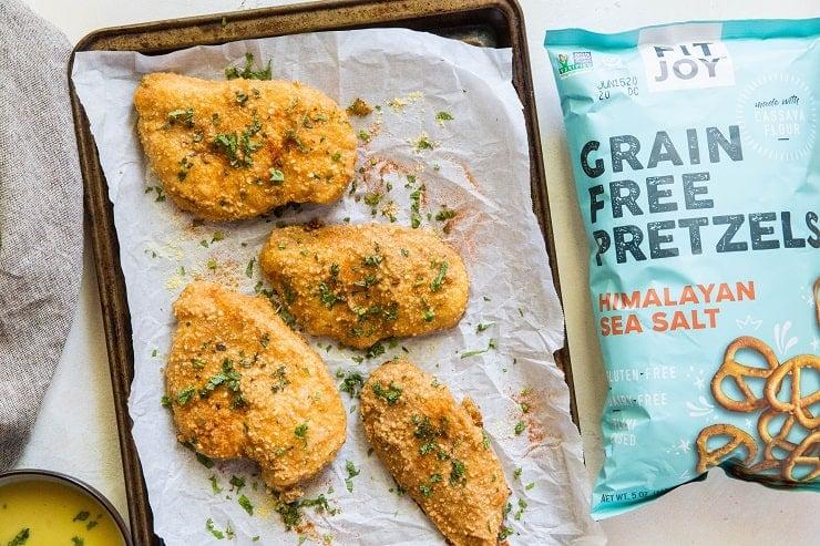 Grain-Free Pretzel-Crusted Baked Chicken - a healthier take on crispy chicken #glutenfree