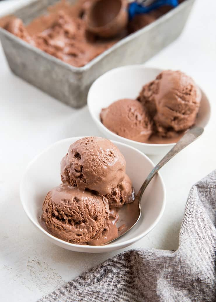 Easy chocolate ice cream recipe - two bowls of no-churn chocolate ice cream