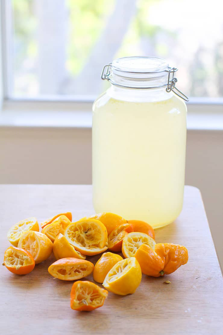 How to make lacto fermented lemonade with fresh lemon juice, whey, water and sugar