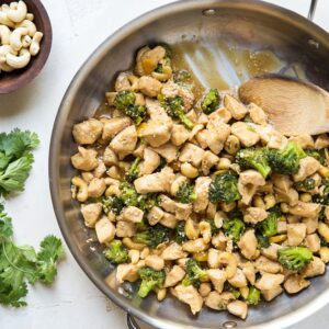 Paleo Ginger Cashew Chicken with Broccoli - healthy, whole30 low-carb dinner recipe