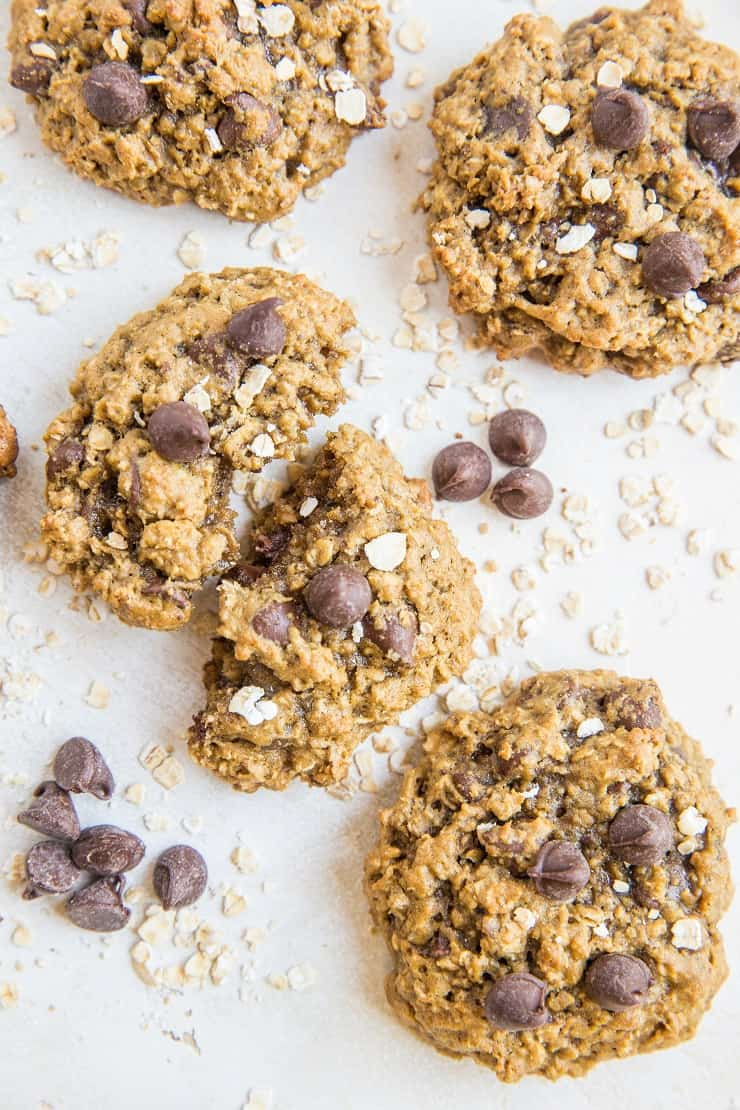 Healthy Pumpkin Oatmeal Cookies made refined sugar-free. A healthy dessert recipe with pumpkin spice