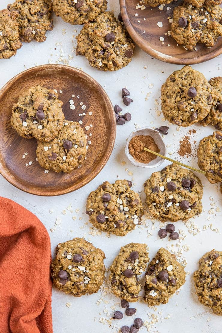 Healthy Gluten-Free Pumpkin Spice Oatmeal Cookies with chocolate chips - a healthy cookie recipe that is refined sugar-free and warmly-spiced