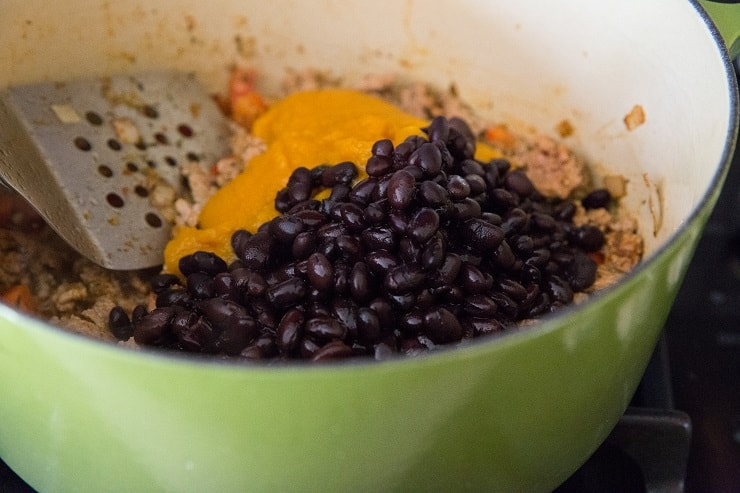 How to Make turkey pumpkin chili with black beans and canned pumpkin