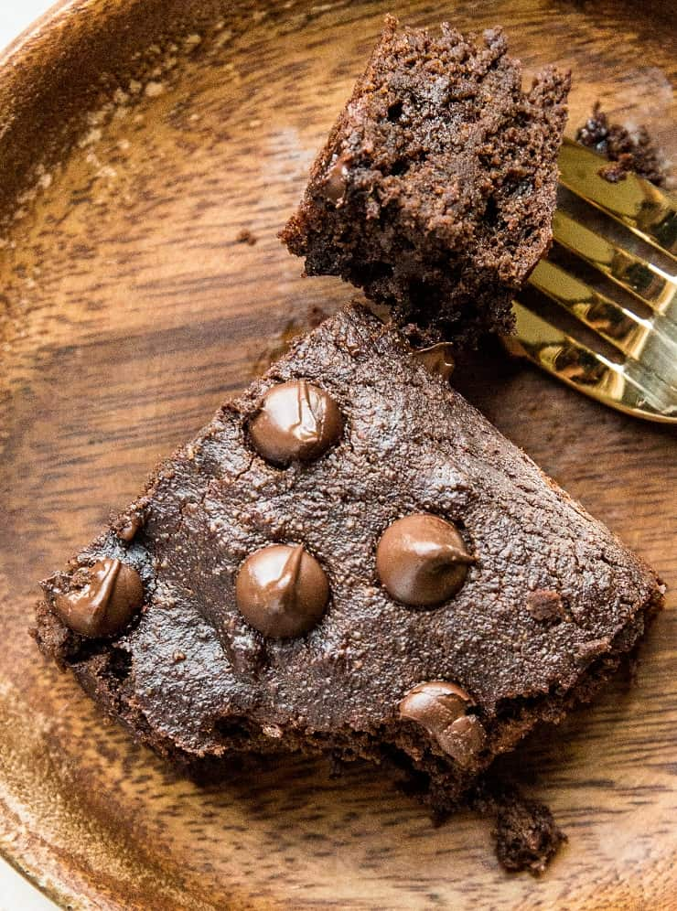 Healthy Grain-Free Chocolate Banana Breakfast Cake - grain-free, refined sugar-free, dairy-free and healthy