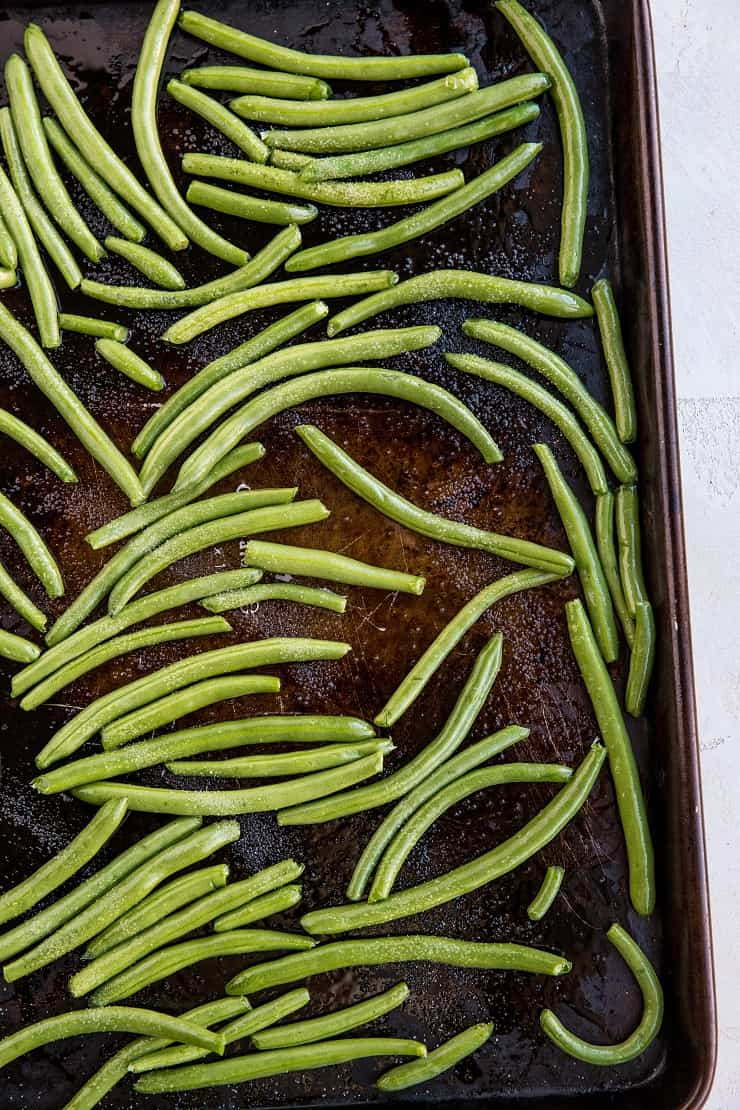 How to Roast Green Beans - an easy green beans recipe for baking in the oven - an amazing side dish that goes with everything