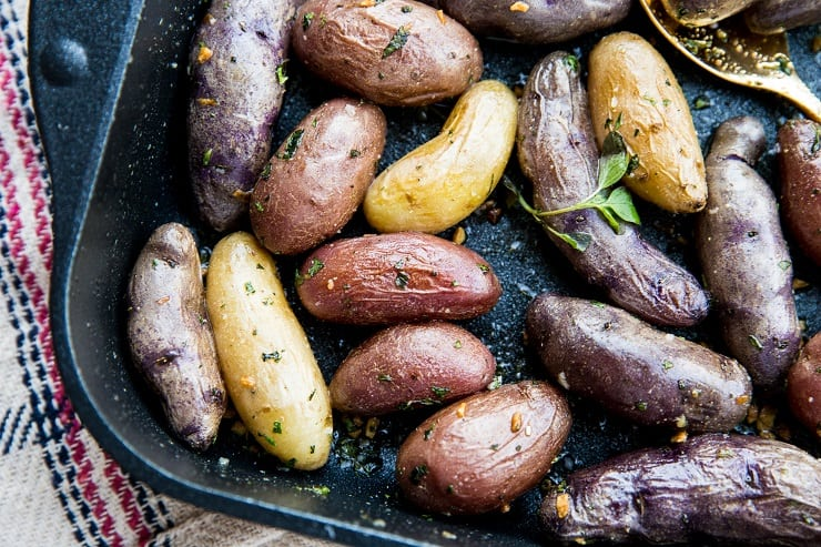 Easy Garlic Herb Roasted Potatoes - healthy side dish with few ingredients