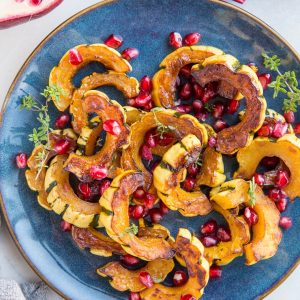 Maple Cinnamon Roasted Delicata Squash is a healthy side dish #paleo #glutenfree #holiday