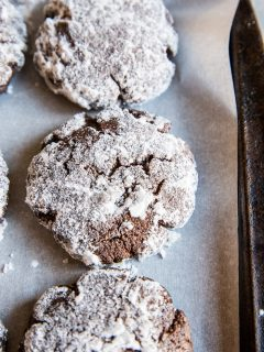 Sugar-Free Chocolate Crinkle Cookies - dairy-free, sugar-free, healthy Christmas cookie recipe