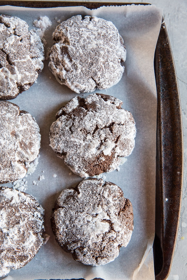 Low-Carb Keto Crinkle Cookies - Sugar-free chocolate crinkle cookies made with almond flour are a healthy dessert recipe