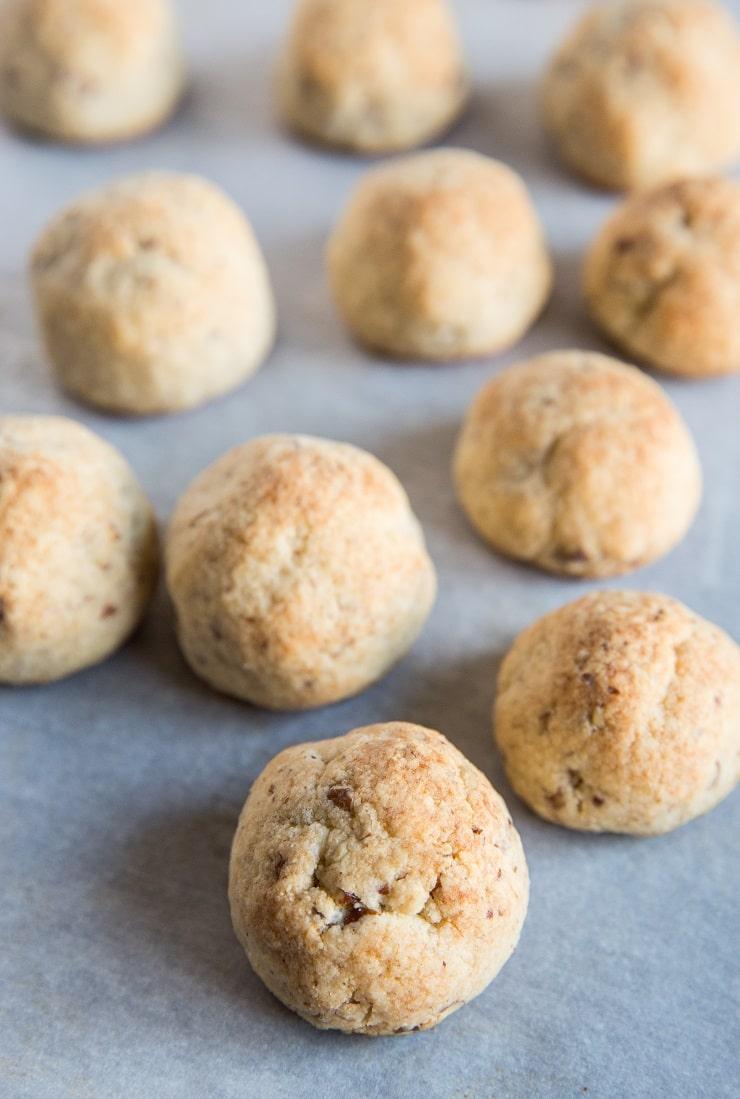 How to make keto snowball cookies