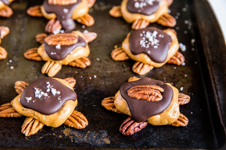 Keto Peanut Butter Pecan Turtles - sugar-free, low-carb, easy vegan dessert recipe. No baking necessary!