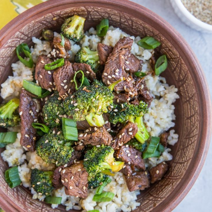 30-Minute Sesame Ginger Garlic Broccoli Beef Stir Fry - a quick and easy healthy weeknight meal