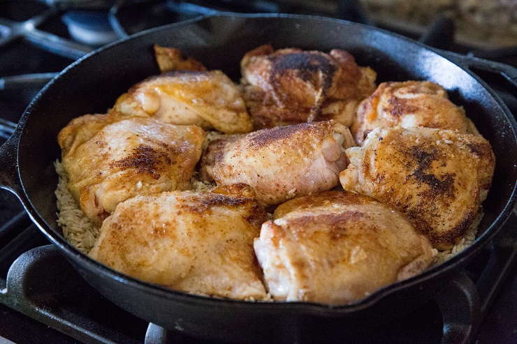 How to cook arroz con pollo in a skillet