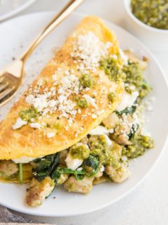 Pesto Chicken Omelette with spinach and feta - an easy, delicious, flavorful healthy breakfast recipe