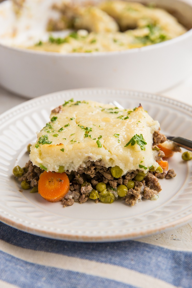 Keto Cottage Pie with mashed cauliflower instead of mashed potatoes - an easy, healthy, low-carb cottage pie recipe