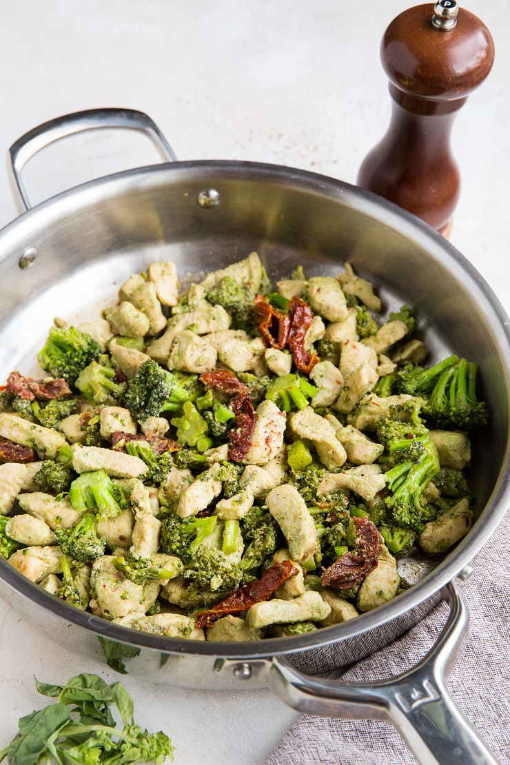 Chicken and Broccoli with pesto sauce and sun-dried tomatoes is an easy 4-ingredient meal