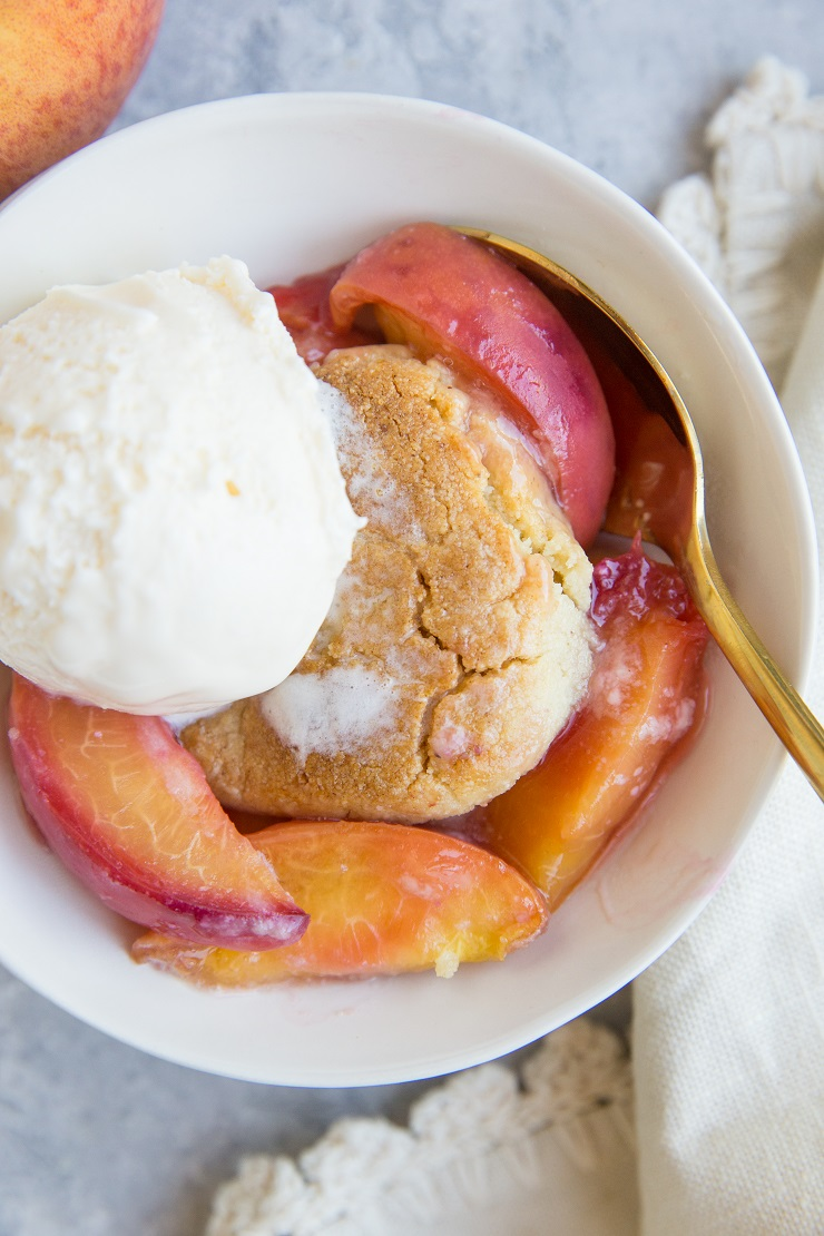 Vegan Paleo Peach Cobbler with almond flour topping - this easy summer dessert recipe is grain-free, refined sugar-free, dairy-free and magically delicious!