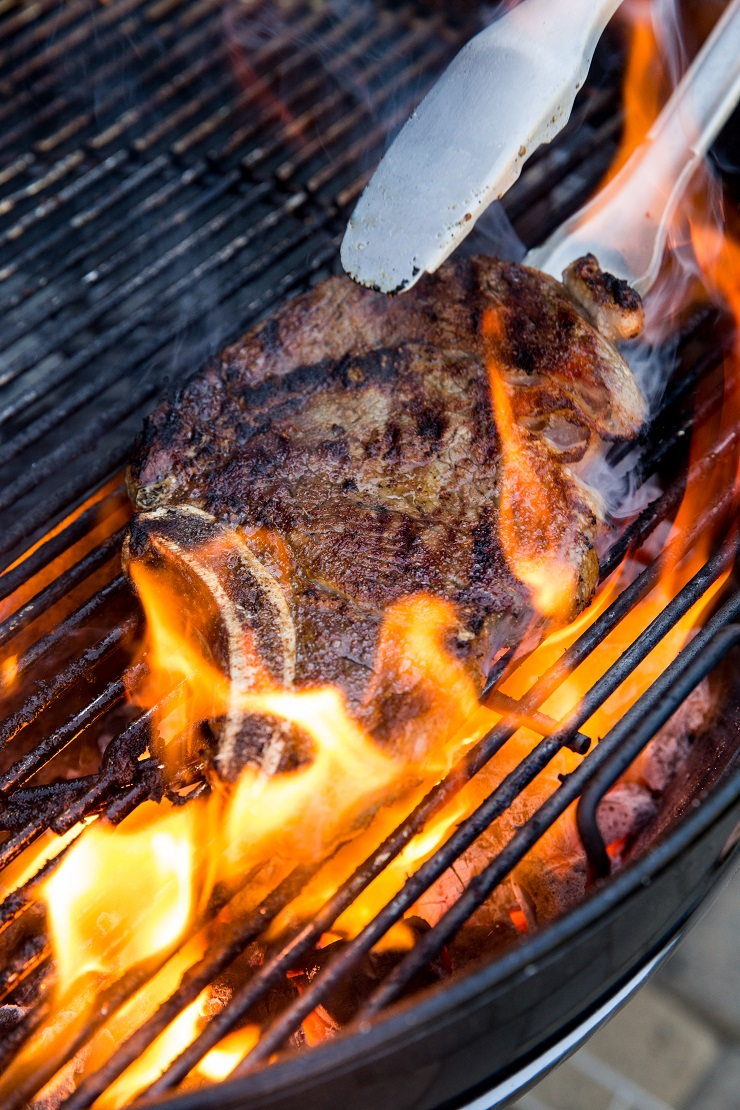 How to grill steak - grilling steak is easy. With a few tips you'll make the best grilled steak for eternity.