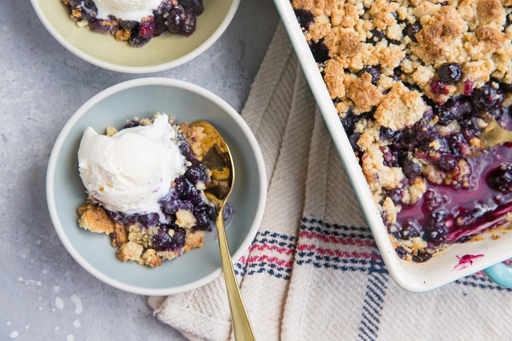 6-Ingredient Keto Blueberry Crumble - an easy crumble recipe that is grain-free, dairy-free, and sugar-free