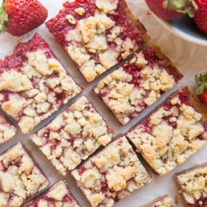 Easy 5-Ingredient Keto Strawberry Crumb Bars - grain-free, sugar-free, delicious crumb bars that are so easy to make!