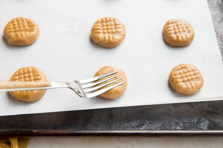 Make crisscross indentations in the dough using a fork