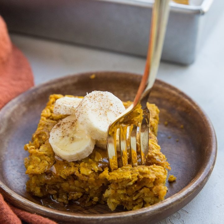 Pumpkin Baked Oatmeal (gluten-free, dairy-free) - a fall-infused healthy breakfast full of complex carbs and all the flavor!