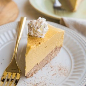 Keto No-Bake Dairy-Free Pumpkin Cheesecake - a cashew-based non-dairy sugar-free cheesecake. A warmly-spiced, deliciously creamy and tangy treat