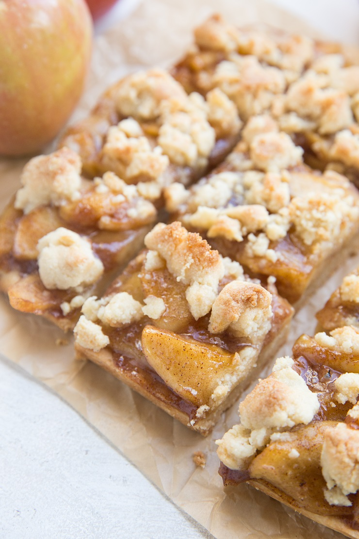 Paleo Apple Pie Bars made grain-free, refined sugar-free, dairy-free and vegan! Only 6 ingredients and so easy to make!