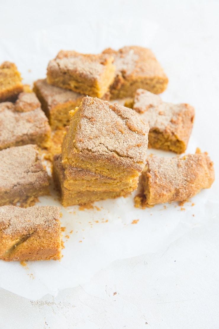 Grain-Free Pumpkin Snickerdoodle Cookie Bars - classic snickerdoodle cookies in bar form with a pumpkin twist